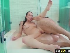 Aidra Fox wants to be satisfied in the bathroom