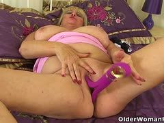 Big granny spoils herself with dildo