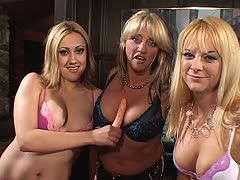 Hot sluts have a lesbian threesome