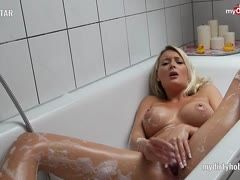 ShellyStar is again wet and horny